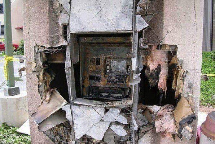 ВИнгушетии преступники подорвались вавтомобиле, пытаясь вскрыть банкомат
