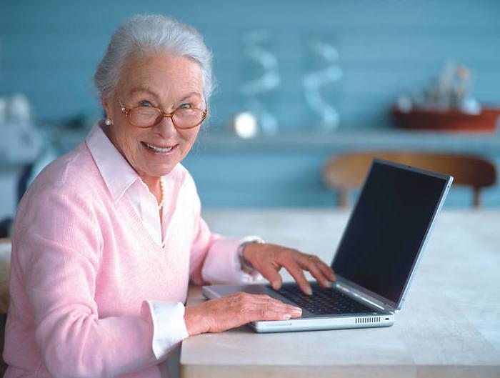 Стало известно, какой пенсионный возраст жители России считают оптимальным