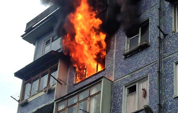 В КБР из-за ночного пожара эвакуировали жителей пятиэтажки