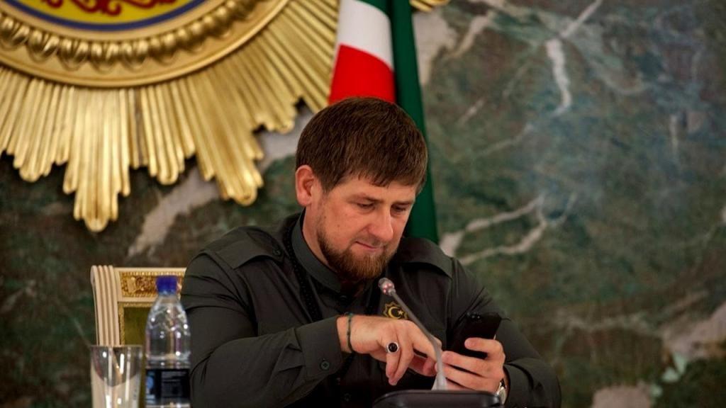 Кадыров отдаст подаренный ему iPhone Xлучшему чтецу стихов оПутине