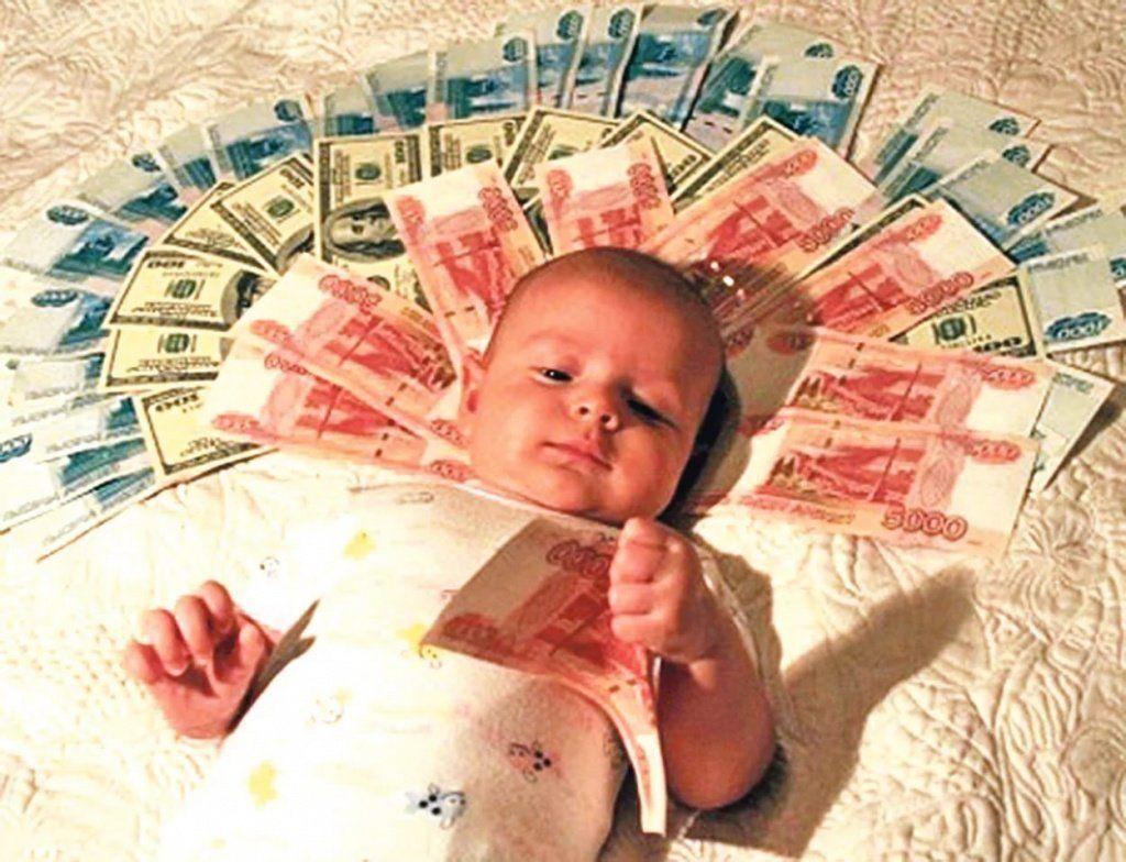 Триста тыс. руб. выплатили семье за10-го ребенка вДагестане