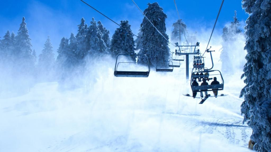ВАвстрии лыжники чуть непогибли наподъёмнике вовремя шторма «Элеонор»