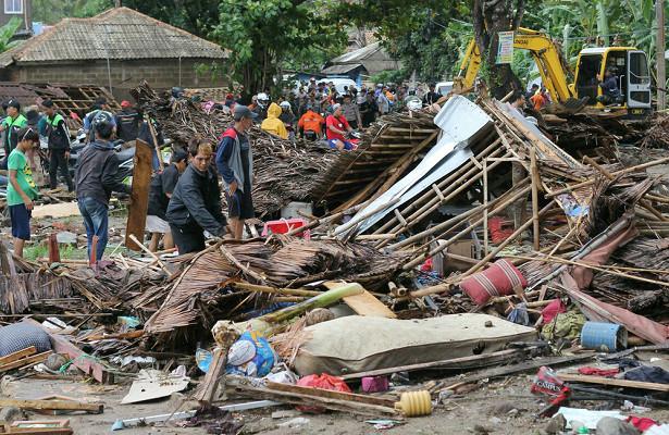 Количество жертв во время цунами в Индонезии ныне оценивается в 60 человек