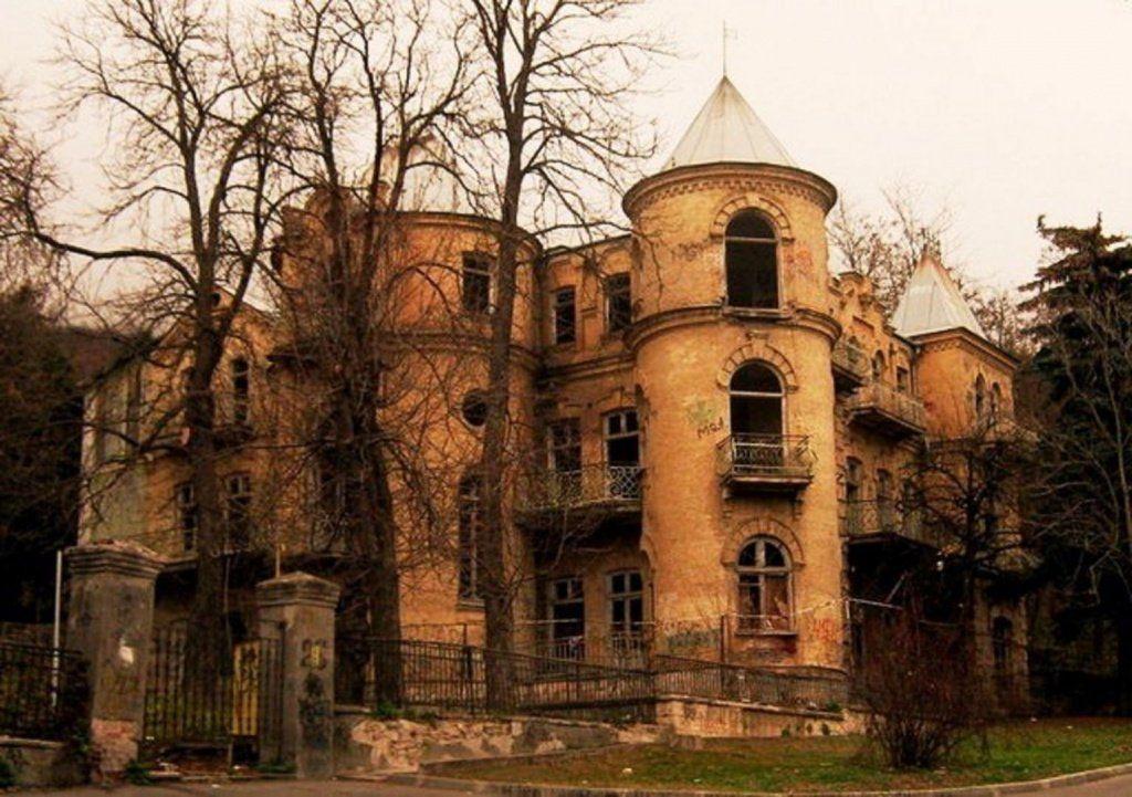 Пятигорский дом спривидениями признан самым чудовищным местом в Российской Федерации