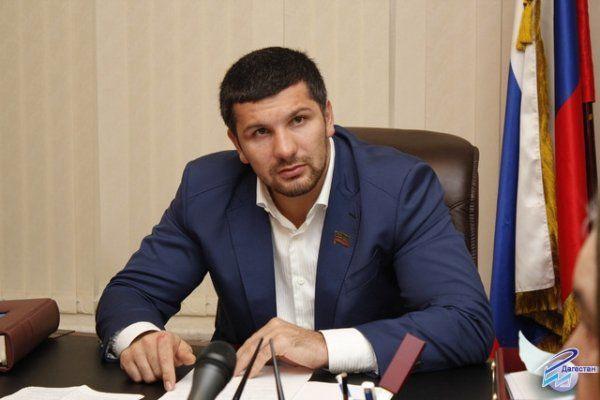 ВДагестане возбудили дело против бывшего депутата, избившего полицейского досотрясения мозга
