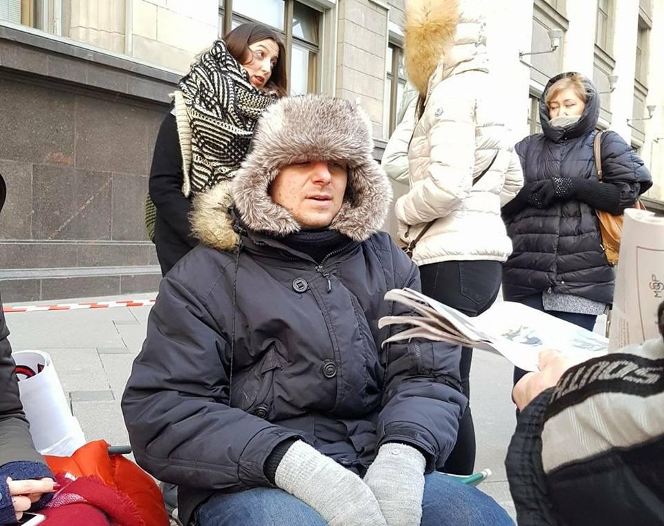 Эстрадная певица Ольга Орлова поддержала зоозащитников, голодающих устен Государственной думы
